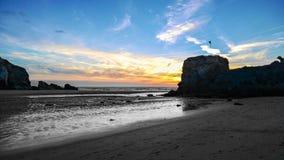 Den Perranporth stranden vaggar Fotografering för Bildbyråer