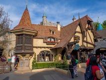 Den Peter Pan ritten på Fantasyland i Disneylanden parkerar royaltyfri fotografi