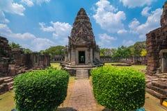 Den Pimai slotten som är historisk parkerar och den forntida slotten i Thailand Arkivbild