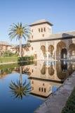 Den pittoreska borggården i Alhambraen Royaltyfria Bilder