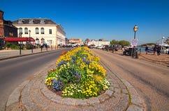 Den pittoreska gamla porten av Honfleur som grundas av vikings, restauranger, shoppar och traditionella byggnader Arkivbild
