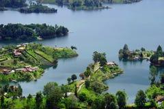 Den pittoreska Guatape sjön - El Penol - i den Antioquia avdelningen som ses från El Penon de Guatape Arkivfoto