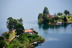 Den pittoreska Guatape sjön - El Penol - i den Antioquia avdelningen som ses från El Penon de Guatape Arkivbilder