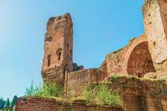 Den pittoreska sikten på fördärvar av Caldarium i forntida Roman Baths av Caracalla (Thermae Antoninianae) Fotografering för Bildbyråer
