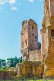 Den pittoreska sikten på fördärvar av forntida Roman Baths av Caracalla (Thermae Antoninianae) Royaltyfri Bild