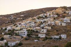 Den pittoreska staden av den Syros ön, Grekland, i aftonen Arkivfoto