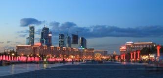 Den Poklonnaya goraen parkerar i Moskva royaltyfri fotografi