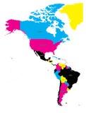 Den politiska översikten av Americas i CMYK färgar på vit bakgrund Nord och Sydamerika med landsetiketter Enkel lägenhet royaltyfri illustrationer