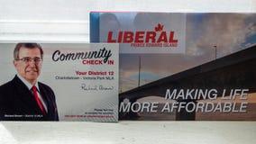 Den politiska plattformen och gemenskap kontrollerar in från Richard Brown, PEI Liberal Party för det provinsiella valet arkivbild