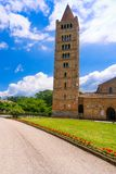 Den Pomposa abbotskloster, den medeltida kyrkan och campanilen står högt Codigoro Fer Royaltyfria Foton