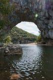 Den Pont d'Arcen är en stor naturlig bro Royaltyfria Foton