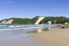 Den Ponta Negra stranden och ` Morro gör födelse- Careca ` -, RN, Brasilien arkivfoto
