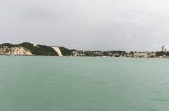 Den Ponta Negra stranden och ` Morro gör födelse- Careca ` -, RN, Brasilien arkivfoton