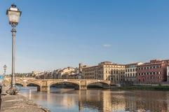 Den Ponte allaCarraia bron i Florence, Italien Arkivfoto