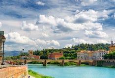 Den Ponte allen Grazie över Arno River, Florence, Italien Arkivbilder