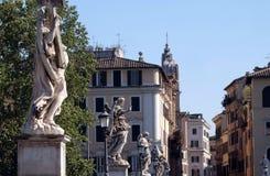 Den Ponte Sant `en Angelo i Rome Arkivbilder