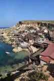Den Popeye byn, filmsetfamilj parkerar, ön Malta Arkivbild