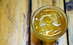 Den populära drinken i Vietnam Tra Da Arkivfoton