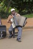 Den populära gatamusikern som sjunger i det offentligt, parkerar Royaltyfri Fotografi