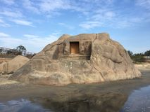 Den populära Mahisasuraen vaggar i stranden av Mahabalipuram Arkivfoton