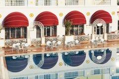 Den populära semesterorten Amara Dolce Vita Luxury Hotel Med tips och vatten parkerar och fritids- område längs havskusten Arkivfoto