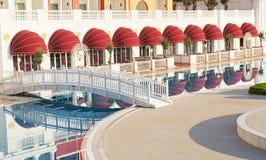 Den populära semesterorten Amara Dolce Vita Luxury Hotel Med tips och vatten parkerar och fritids- område längs havskusten Royaltyfria Foton