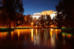 Den Potala slotten (i Lhasa, Tibet) royaltyfri bild