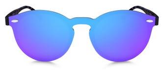 Den prickiga solglasögon blått och lilor avspeglar isolerade linser Arkivfoto
