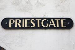 Den Priestgate gatan undertecknar in Peterborough Royaltyfria Bilder