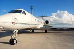 den privata flygstrålen ready Royaltyfria Bilder