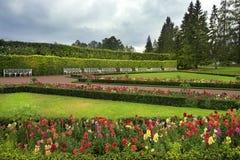 Den privata trädgården och den södra fasadZubov vingen av Catherine Palace i Catherine parkerar, Tsarskoye Selo (Pushkin), förort Royaltyfria Bilder