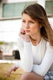 In den Problemen - deprimierte junge Frau Lizenzfreie Stockbilder
