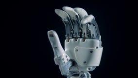 Den Prosthetic handen fördelar upp fingrar, slut stock video