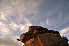 Den purpurfärgade solnedgången vaggar Arkivbilder