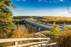 Den Quesnell bron - faller 2015, Edmonton, Alberta, Kanada Arkivbilder