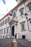 Den Quirinale piazza med statyerna av svängbara hjulet och Pollux i Rome Italien Royaltyfri Fotografi