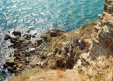 Den röda brant klippa, vaggar, berget, havet Royaltyfria Bilder