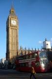 Den röda dubbeldäckaren i London, UK - lagerföra bilden Royaltyfri Fotografi