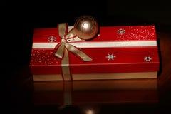 Den röda gåvan boxas Fotografering för Bildbyråer