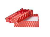 Den röda gåvan boxas med bandet Royaltyfri Foto