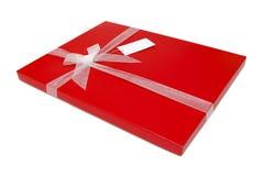 Den röda gåvan boxas pilbågen Fotografering för Bildbyråer