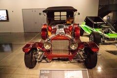 Den röda godisen färgade Ford Model 1923, kallade godisen för T som roadster rotar B Arkivbilder