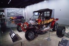 Den röda godisen färgade Ford Model 1923, kallade godisen för T som roadster rotar B Royaltyfri Foto