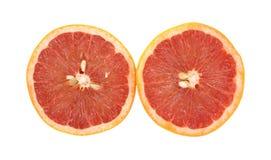 Den röda grapefrukten halverar sidan - förbi - sidan Fotografering för Bildbyråer