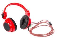 Den röda headphonen isolerade och inkluderar banan Arkivbilder