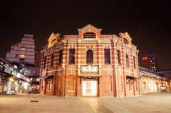 Den röda kammareteatern eller 'det röda huset Ximen 'är en mittbyggnad för samtida konstkapaciteter i den Ximen marknaden på natt arkivfoton