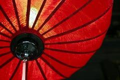 Den röda kinesiska lyktan, beskådar underifrån royaltyfri bild