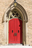 Den röda kyrkliga dörren Royaltyfri Foto
