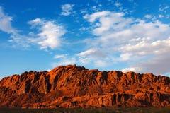 Den röda Mojaveöknen vaggar i dalen av branddelstatsparken Arkivfoton