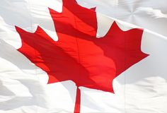 Den röda och vita Kanada flaggan med den symboliska lönnlövet Fotografering för Bildbyråer